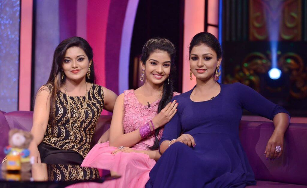 rini_raj karuthamuthu with other actresses